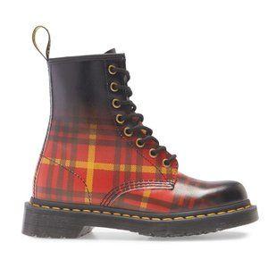 NWT Dr. Martens Plaid Tartan 1460 Boot 8 Eye Boots